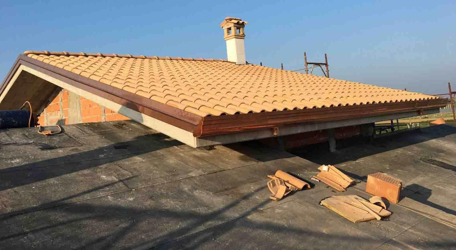 costruzione-nuovo-fabbricato-dettaglio-del-tetto