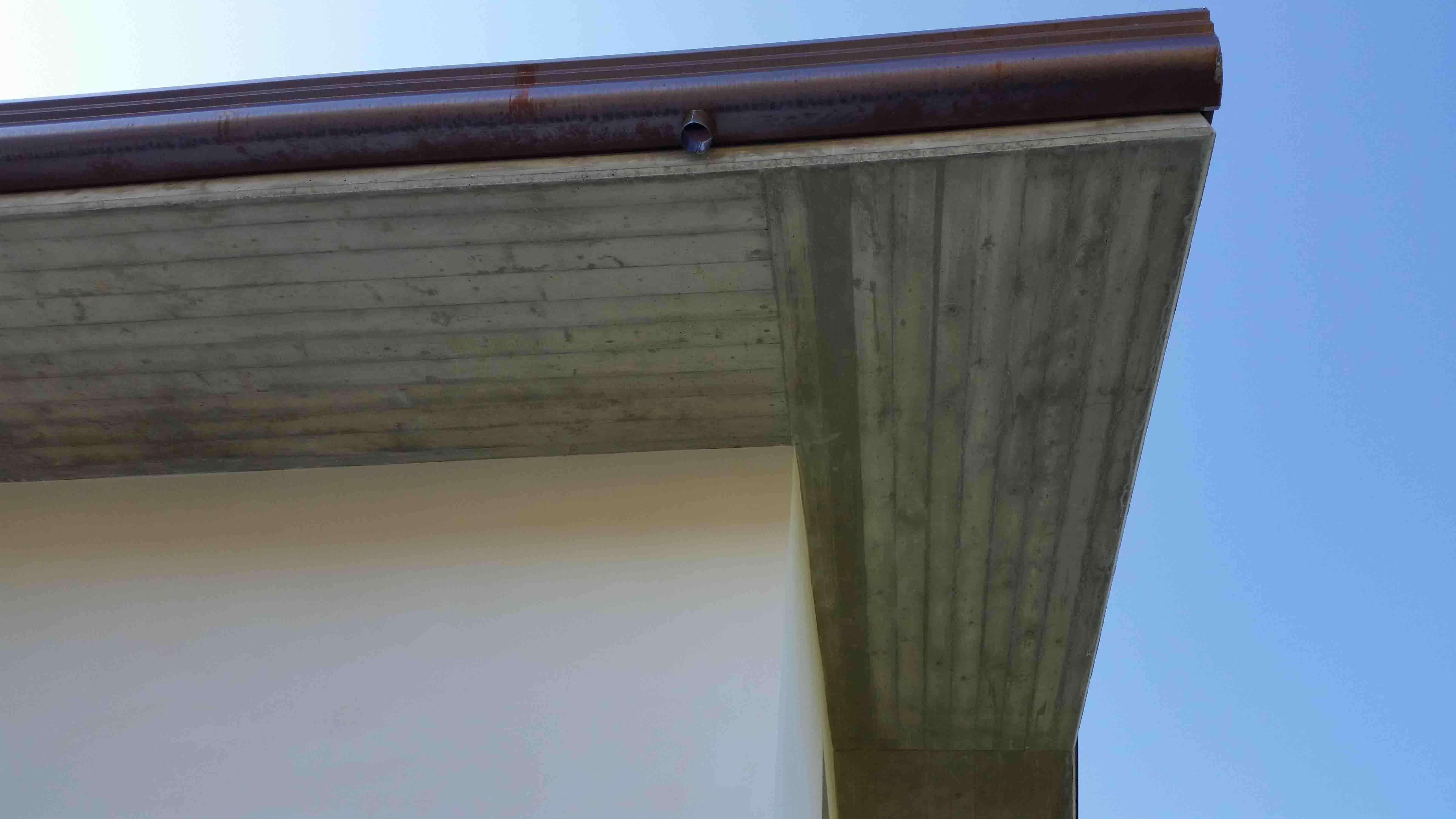 costruzione-nuovo-fabbricato-dettaglio-grondaia